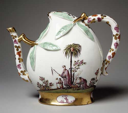 Teapot, ca. 1725 German; Meissen Hard–paste porcelain; H. 5 1/2 in. (14 cm), W. 7 1/8 in. (18.1 cm) The Lesley and Emma Sheafer Collection, Bequest of Emma A. Sheafer, 1973 (1974.356.488) courtesy Metropolitan Museum of Art, NY
