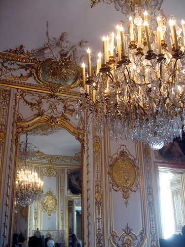 Chandelier-reflected-in-Gilded-mirror-Soubise