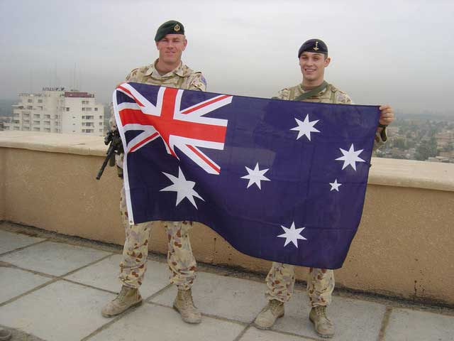 Aussie-Soldiers-with-Australian-Flag