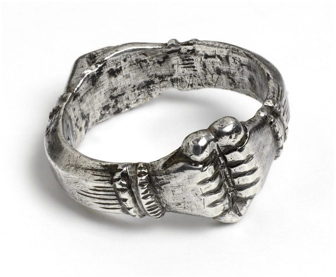 Silver Fede Ring (Clasped Hands)