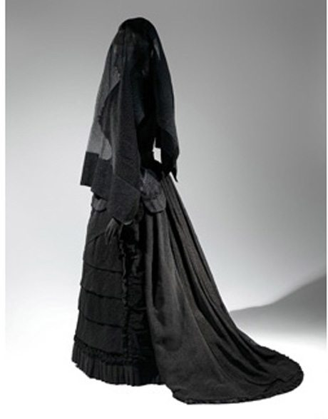 Death Becomes Her: A Century of Mourning Attire at The Met NY