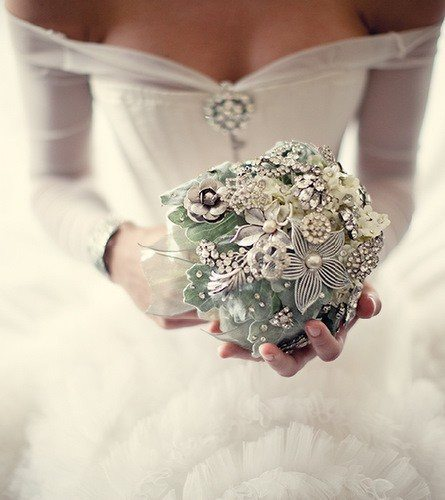 brooch-bouquet