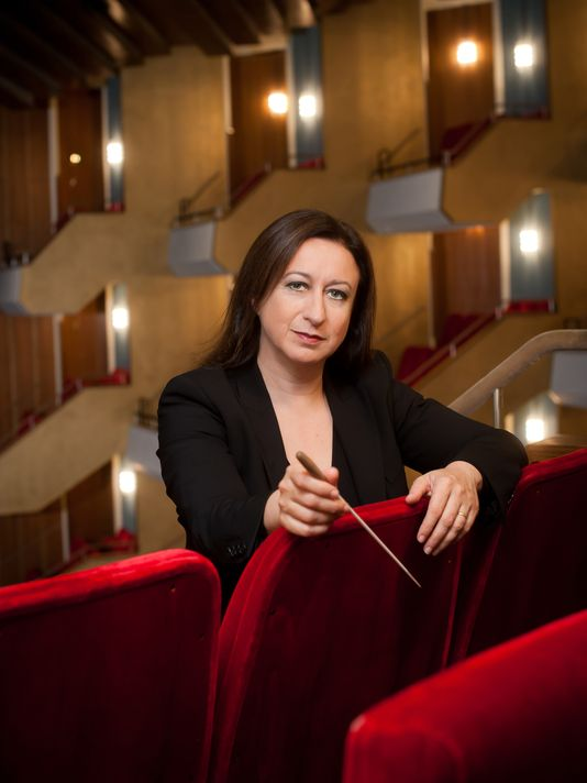 Simone Young Conducts