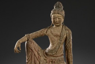 CHINESE Guanyin Jin dynasty 1115-1234  wood, pigments 110.7 x 77.6 x 57.4 cm National Gallery of Victoria, Melbourne Felton Bequest, 1939 4645-D3